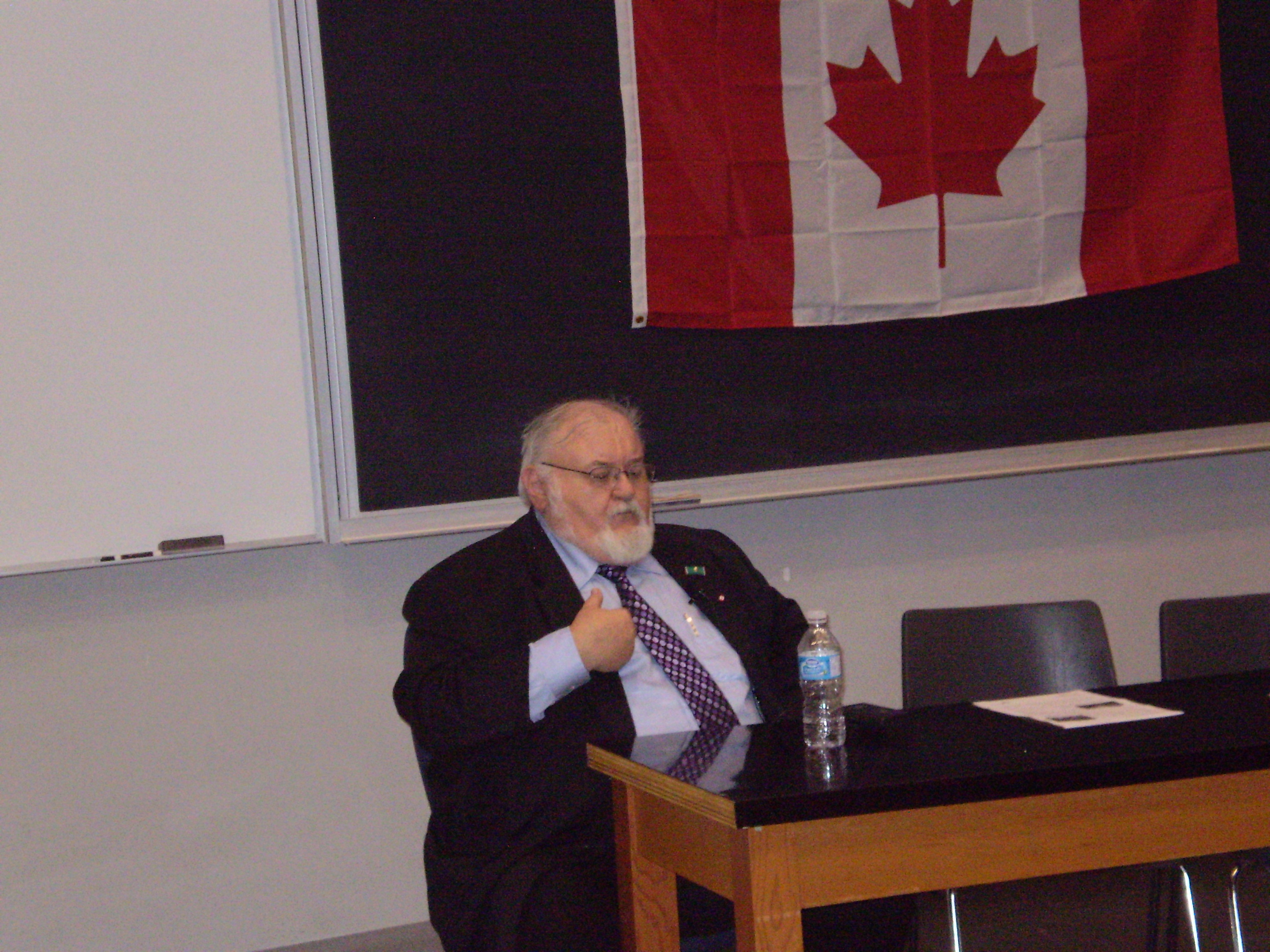 Kosaras Vilmos előadása a kanadai magyarság konferenciáján