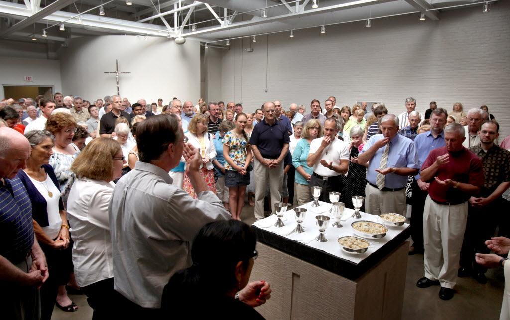 A bezárt clevelandi egyházközség tagsága és papja a püspöktől független hitközséget alapított