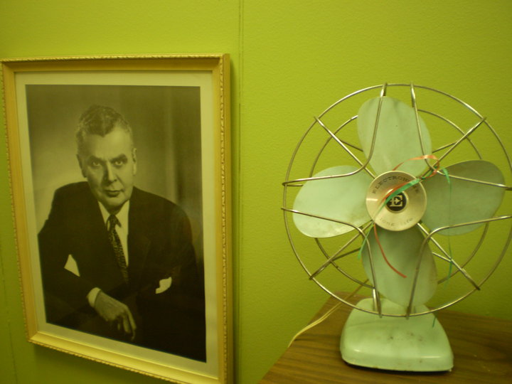 John Diefenbaker miniszterelnk s a retr ventiltor (Kp: C. Adam)