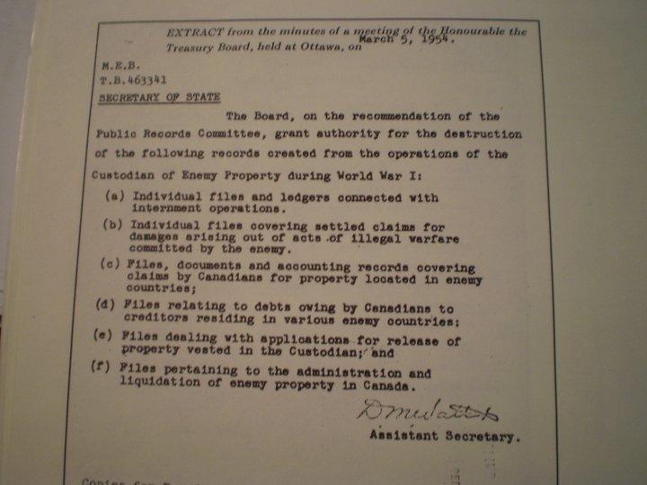 Több mint kétszázan írták alá a magyar levéltárakat védelmező kanadai petíciót