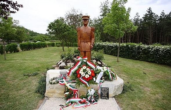 Leleplezték Magyarország első Horthy szobrát