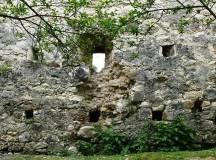 Papmező várának még álló falszakasza