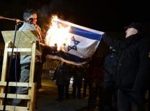 Lenhardt Balázs egykori jobbikos képviselő izraeli zászlót éget...
