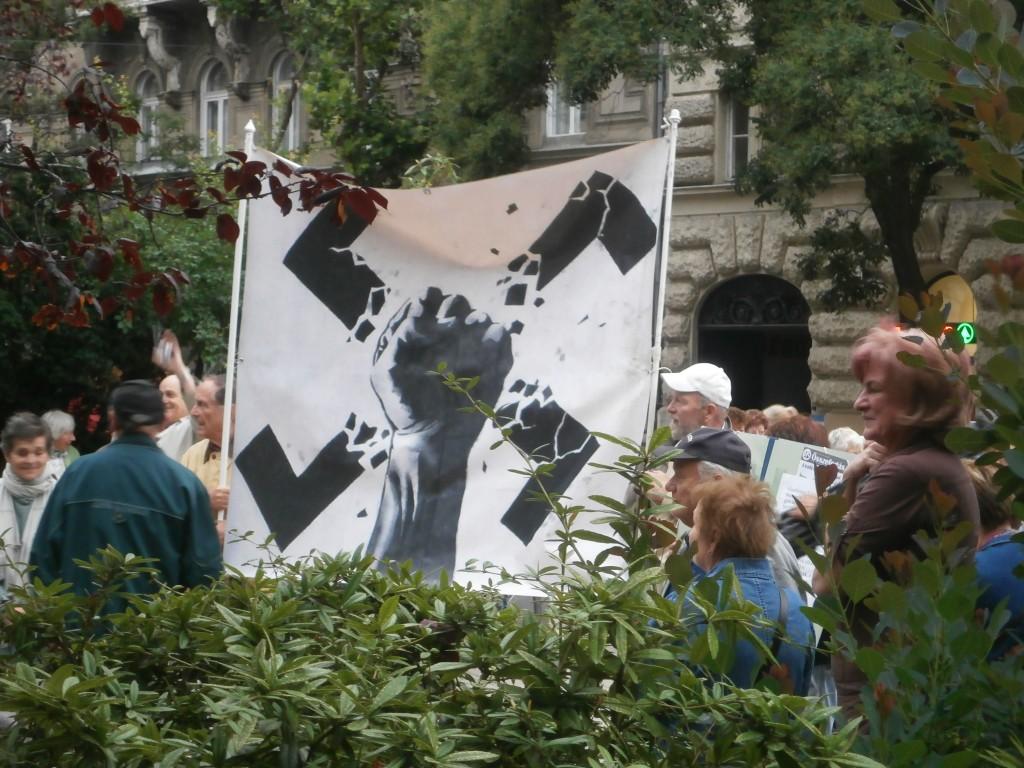 Antifasiszta, náciellenes tüntetők