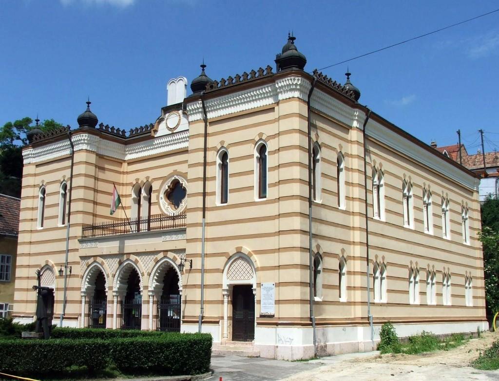 Az esztergomi zsinagógában gyülekeznének a nácik.