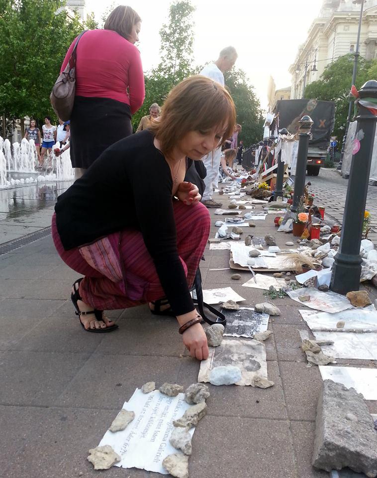 Negyvennégyről – Vitatott emlékmű és tüntetés kanadai magyar szemszögből