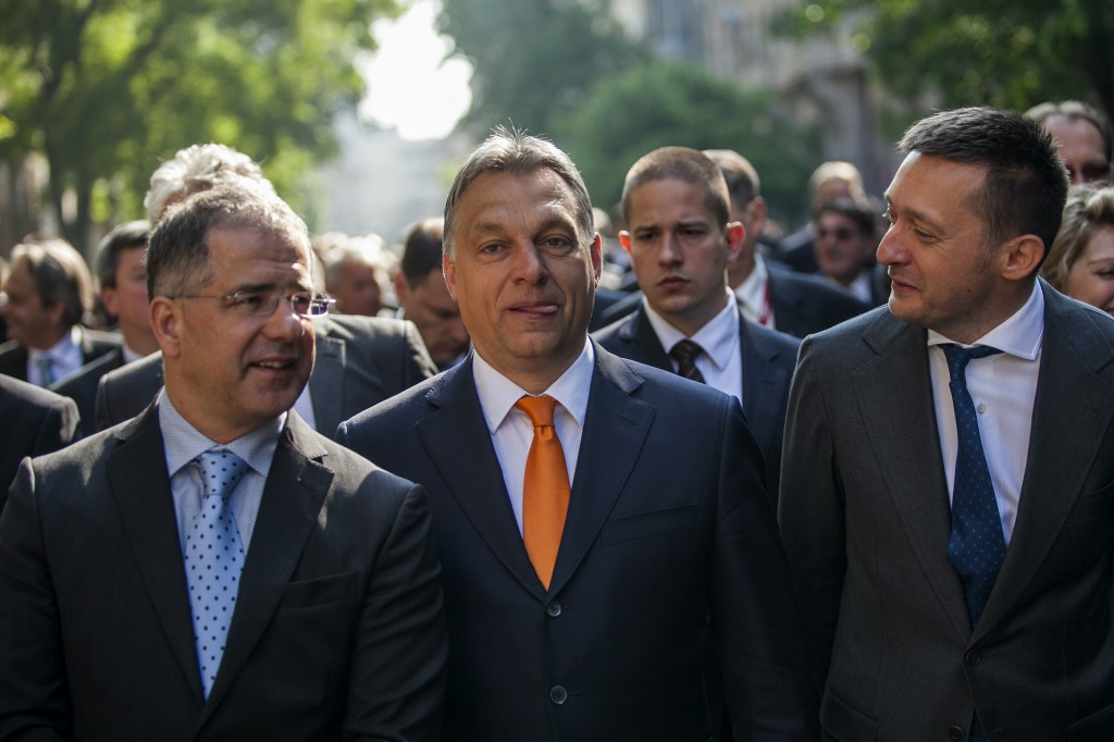 A vezér, Lajossal és Tónival.