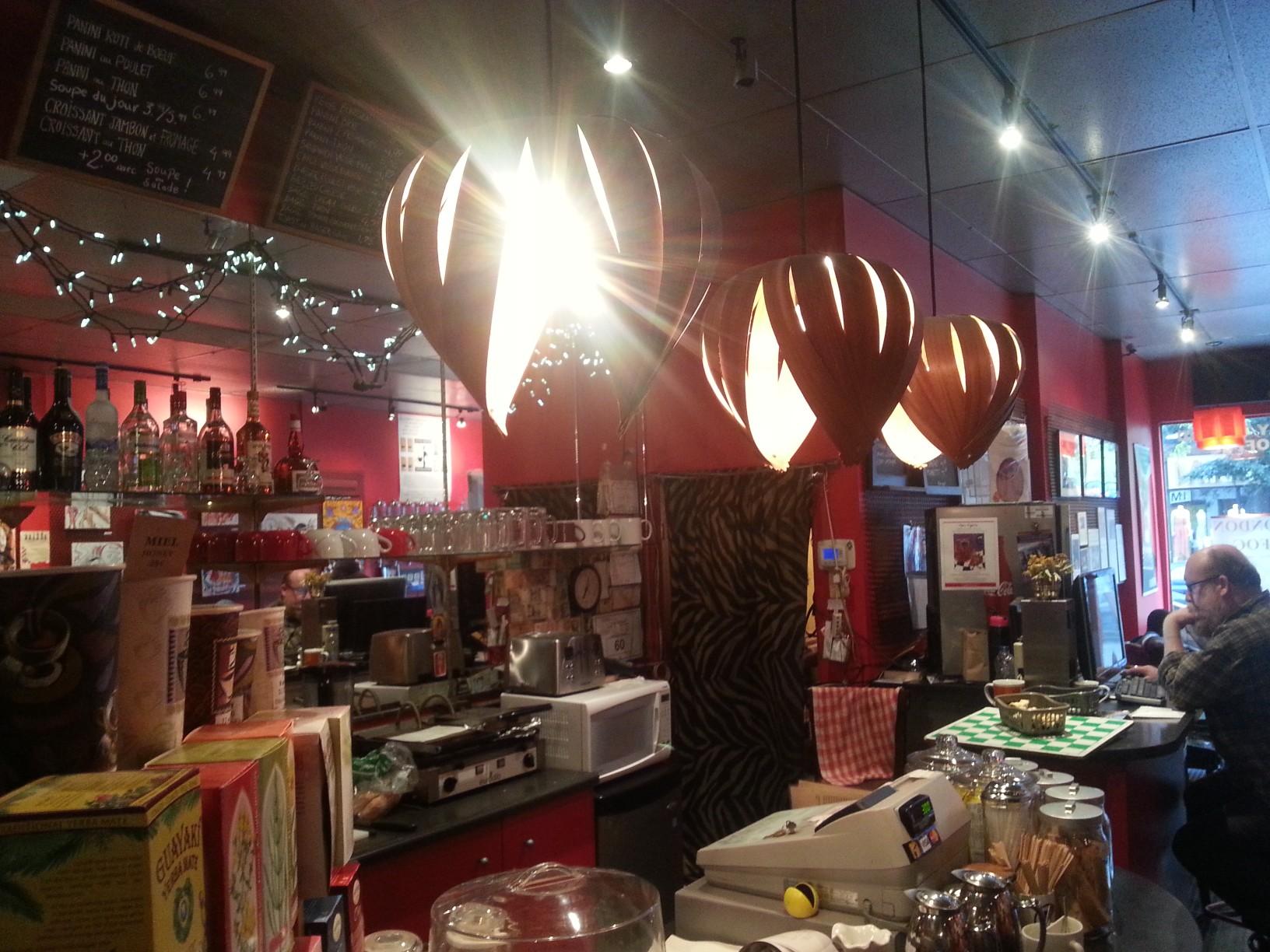 Café Pi...a St. Laurent egyik hippie kávézója.