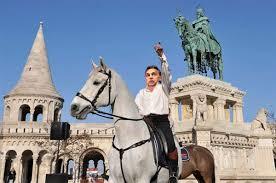 Orbán lovon
