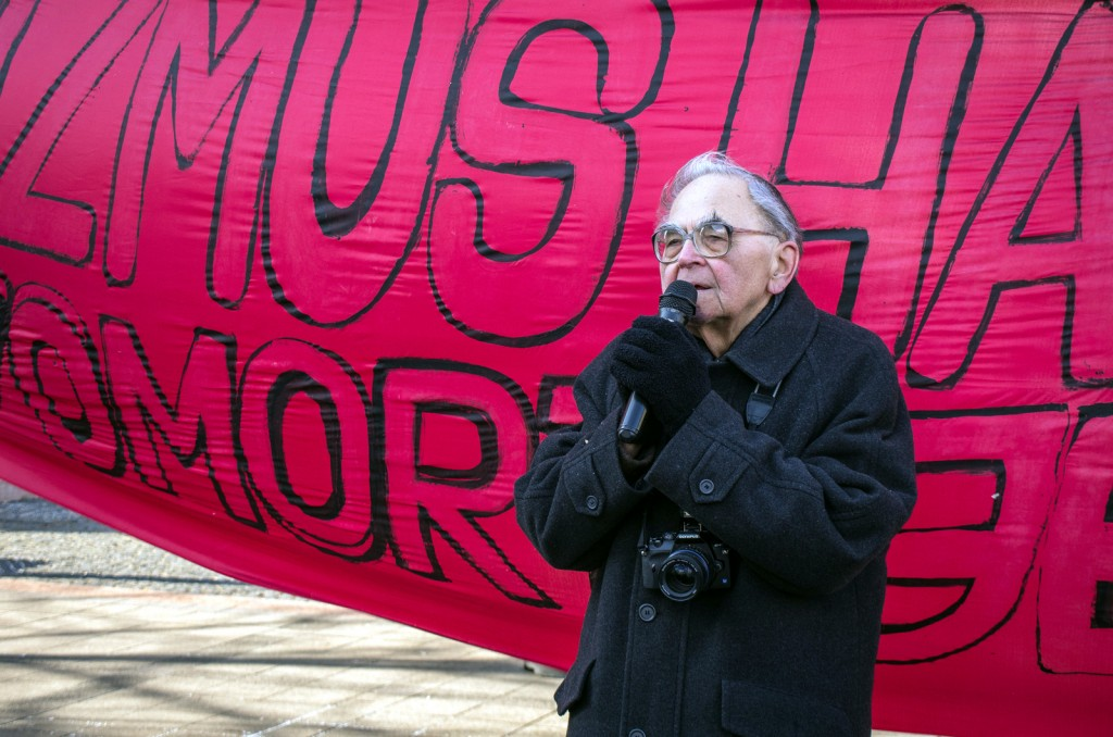 Mécs Imre a 2015. február 8. tüntetésen.
