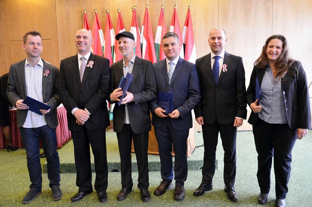 Kanadai Magyar Hírlap – A Kanadai Magyar Hírlap nehéz politikai környezetben törekszik az ...