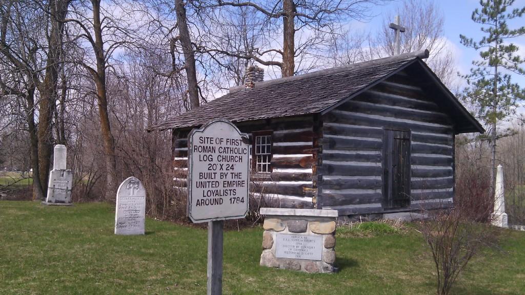 Az első római katolikus fatemplom helyszíne (circa 1784-ből) a délkelet-Ontario-i Saint Andrews West községben. Fotó: Christopher Adam/KMH