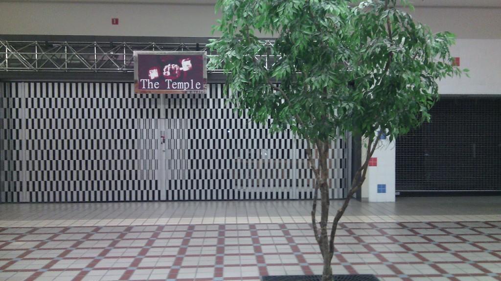 A St. Lawrence Centre bevásárlóközpontban az üzletek korülbelül kétharmada tönkrement. Kongás és lepusztultság tapasztalható mindenhol. Fotó: Christopher Adam/KMH.