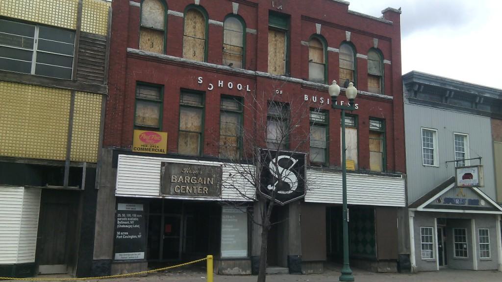 Massena, NY belvárosa. Lepusztult, elhagyatott épületek. Fotó: Christopher Adam/KMH.