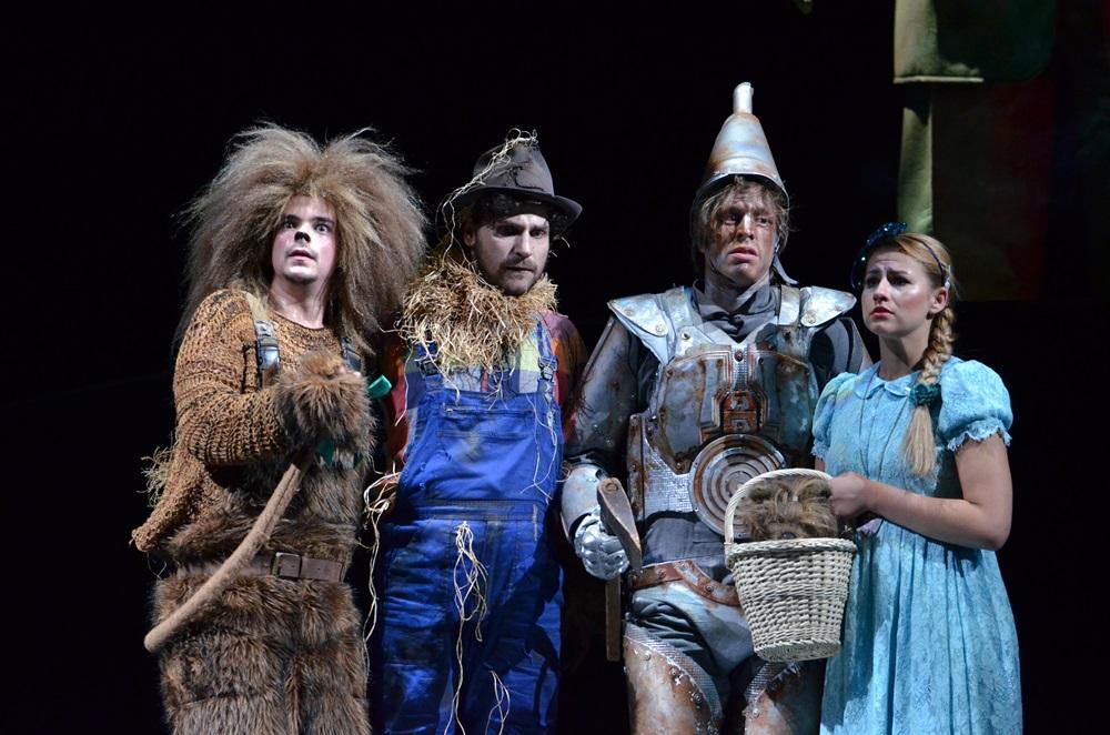 Színházi fotók 48. — Óz, a csodák csodája a Vígszínházban