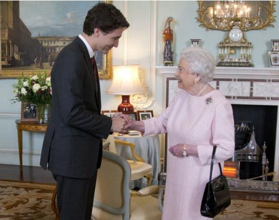 Justin Trudeau II. Erzsébet királynővel. Fotó: Getty.