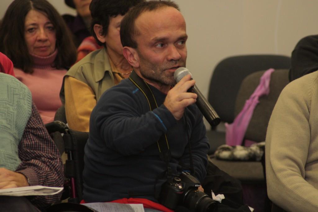 Galkóczi Péter, az Eleven Emlékmű civil aktivistájaként mondta el, hogy ő személy szerint nem fehérvári, de nem is budapesti, hanem dabasi lakos, s hogy ez az ügy nem fehérvári és nem is budapesti ügy, hanem Magyarország ügye.