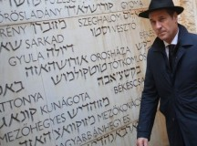 HC Strache, az osztrák szélsőjobboldali vezetője a Yad Vashem Holokauszt Központban. Fotó: Haaretz.