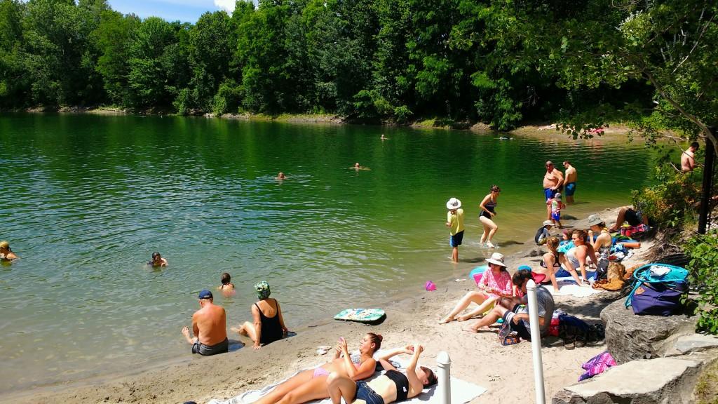 The Pond -- Kimondottan kellemes az egykori homokbánya tó közstrandja.