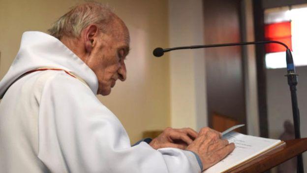 A 86 éves Hamel atyát mise közben brutálisan meggyilkolták.