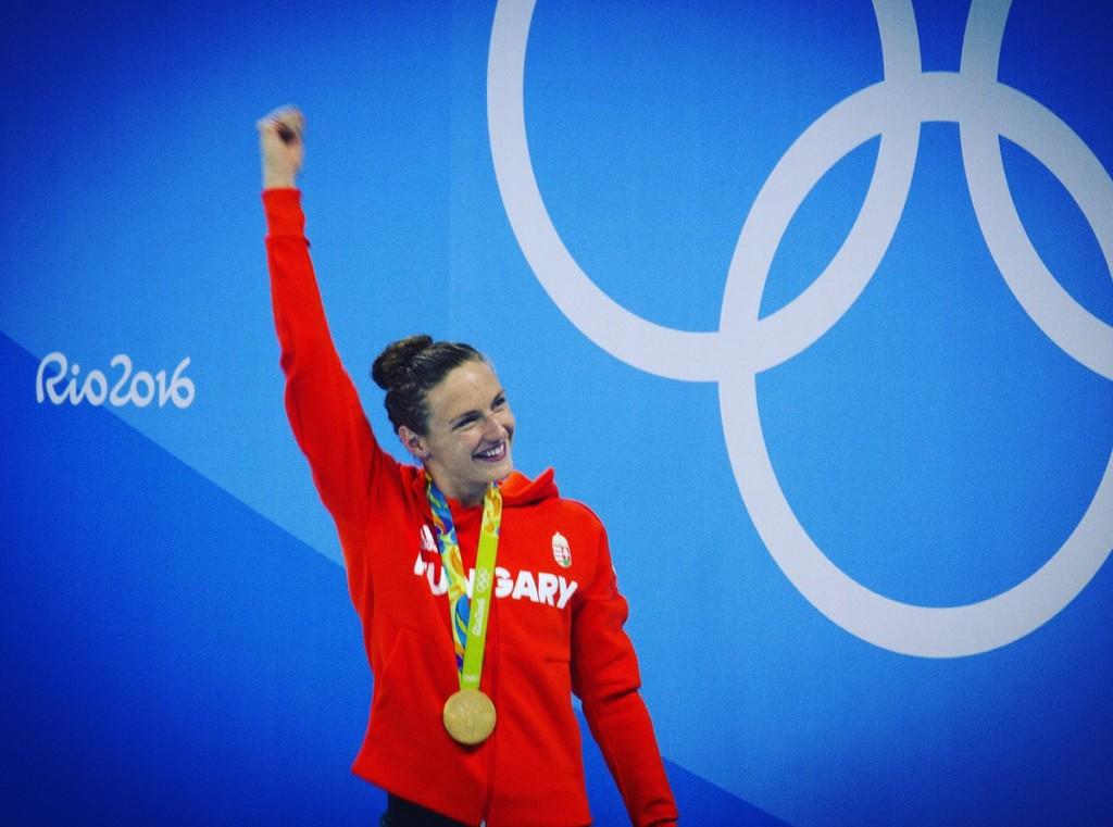 Katinka amerikai úszósztár is.  Korábban az kaliforniai USC egyetem színeiben versenyzett.