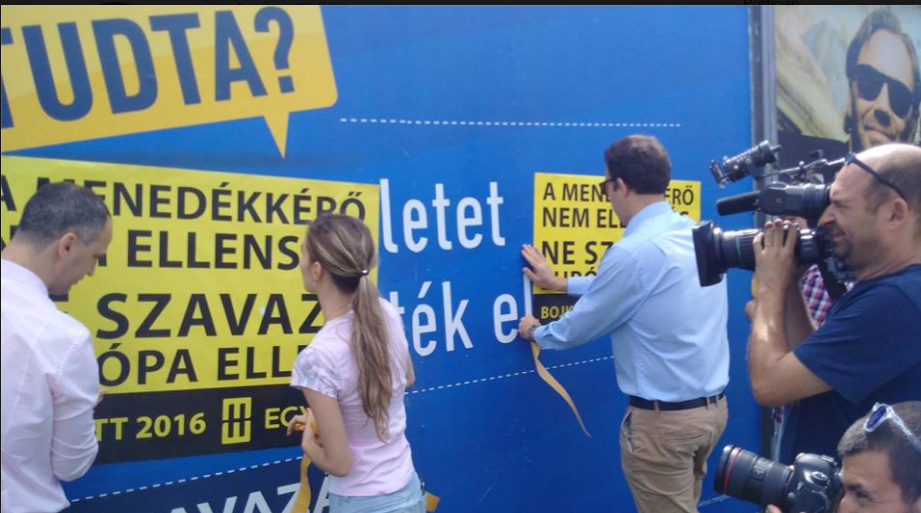 Leragasztjuk a kormány hazug és félelemkeltő menekültellenes plakátjait. Nem fogadjuk el az embertelenséget, nem fogadjuk el Orbán Viktor Európa-ellenes politikáját. Mi Merkellel és Ferenc pápával értünk egyet. Megoldást és nagyobb biztonságot csakis az európai együttműködés, a kvóta, a közös kiutasítás és a közös határőrizet jelenthet.