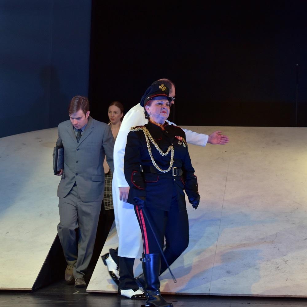 A fehér kór  a Budaörsi Latinovits Színházban