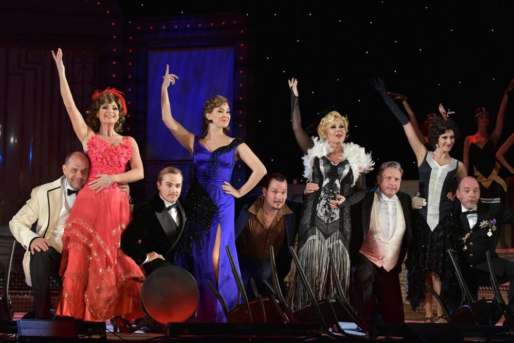 A víg özvegy az Operett Színházban 274