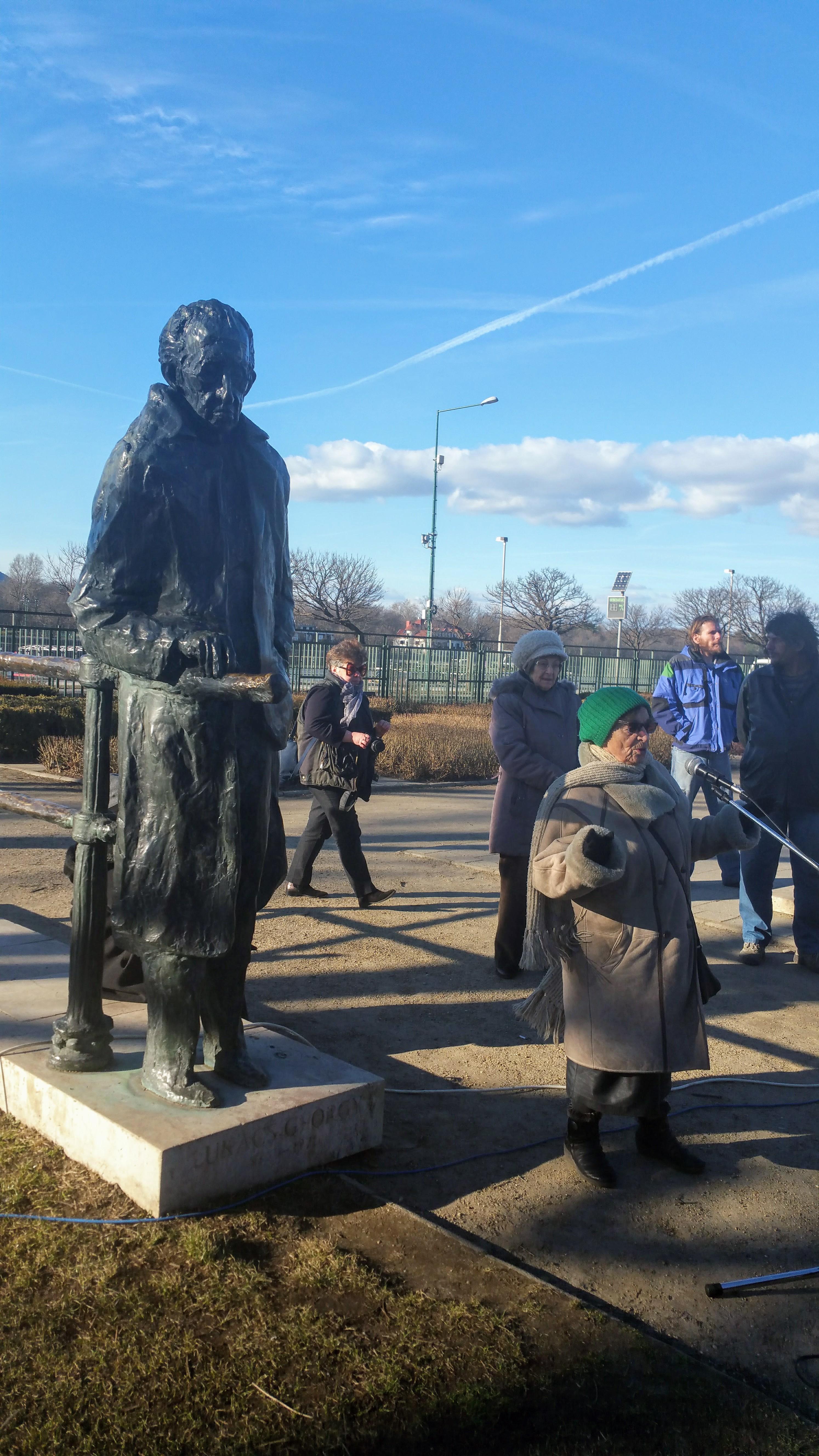 Lukács György szobráért többek között Heller Ágnes filozófus is kiállt. Fotó: Garai- Édler Eszter, Budapest, 2017. febr. 25. (Szent István park)-