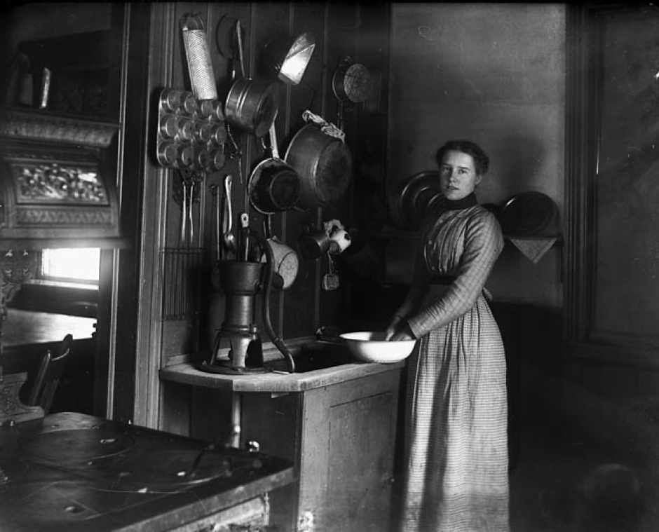 alice-steele-in-ottawa-kitchen-1901