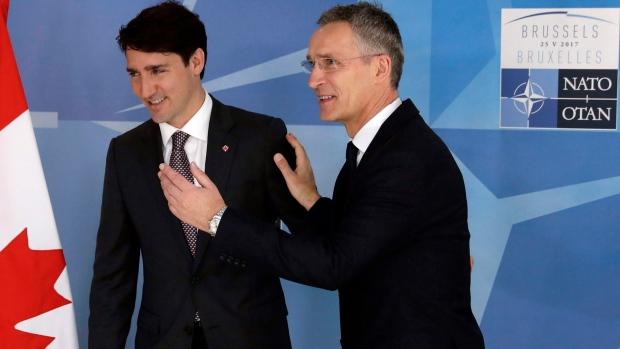Justin Trudeau kormányfő Jens Stoltenberggel.