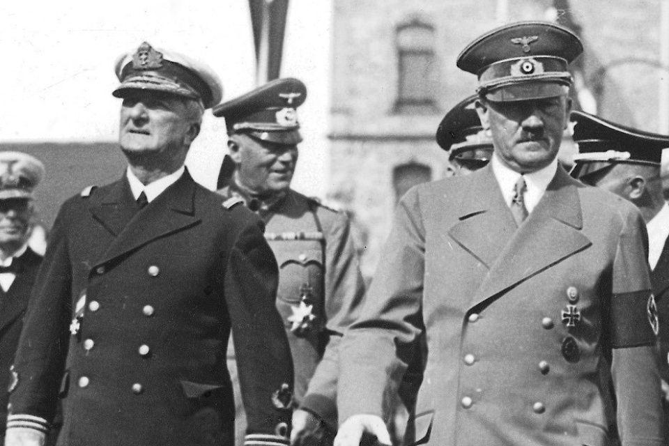 Szijjártó szerint Hitler is rendben lenne?