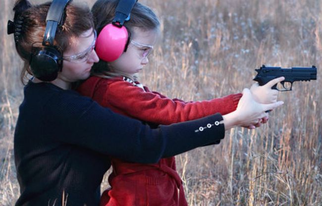 moms-teaching-daughter-to-shoot-cropped1