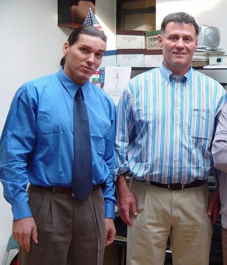 Szilágyi Ákos (nyakkendővel balra) a New York-i Polgári Kör vezetője és Lovas István New York-ban.