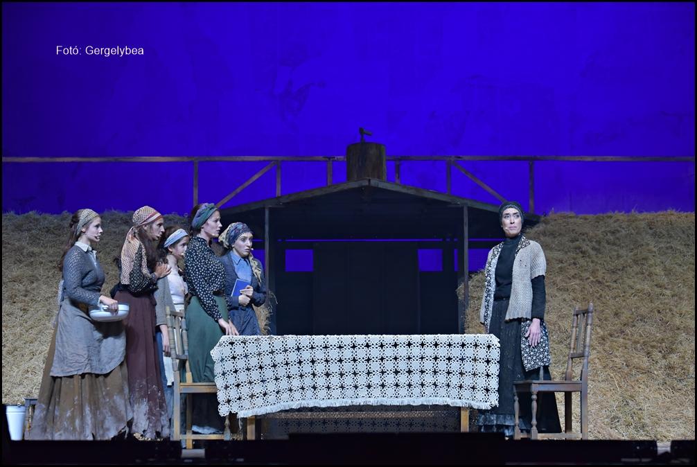 Hegedűs a háztetőn az Arénában