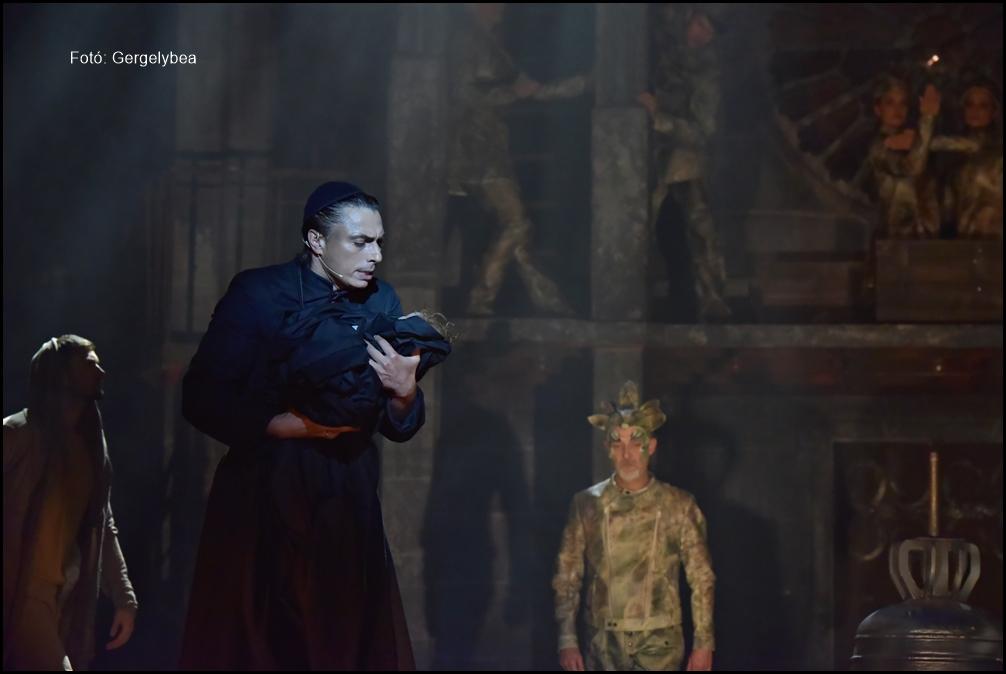 A Notre Dame-i toronyőr az Operett Színházban