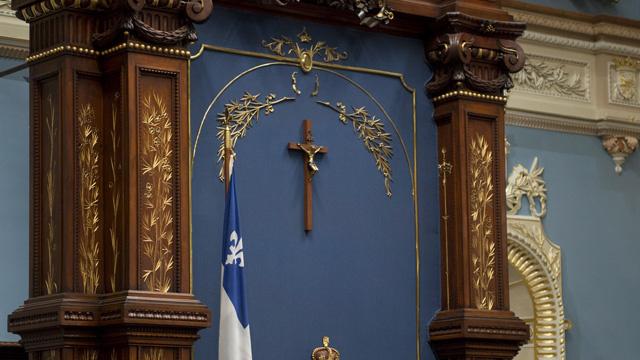 A québeci liberálisok betiltották a muszlim arckendőt