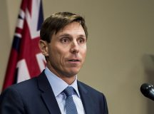 Zaklatási vádak miatt lemondott a konzervatív kormányfőjelölt öt hónappal a választások előtt
