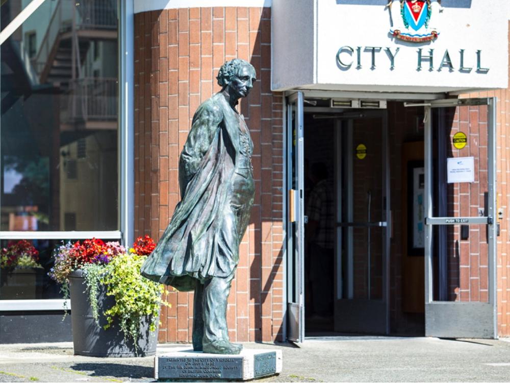 Lebontják az államalapító kanadai miniszterelnök szobrát Victoriában
