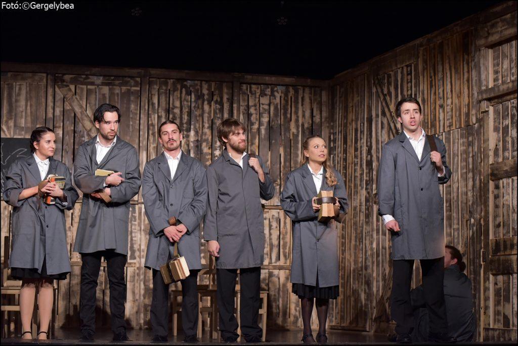 A mi osztályunk  a Muharay Színházban — Fóton