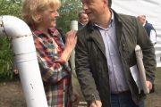 Schmittné Makray Katalin gulyást főz Orbán Viktorral Kötcsén