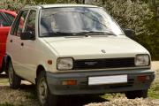 Gizinéni autója. Húsz éves Maruti 800. fogyasztása 5.5 l/100 km, 100 km/ó-val is tud menni, de hetvennel szeret, a hátsó ütköző egy helyen kissé repedt, egyébként sérülésmentes. Nem eladó.