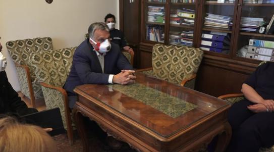 Orbán októberre engedélyezi a vírusok második hullámát