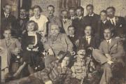 Édesapám a harmadik sorban középen, egy nagyszőlősi műkedvelő színházi társulat tagjaként
