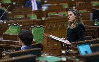 Chrystia Freeland pénzügyminiszer bemutatja a 2021-es költségvetést.