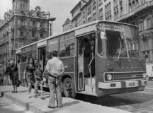 Ikarus busz Budapest belvárosában. (Fotó: veke.hu)