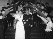 Egy náci esküvő.