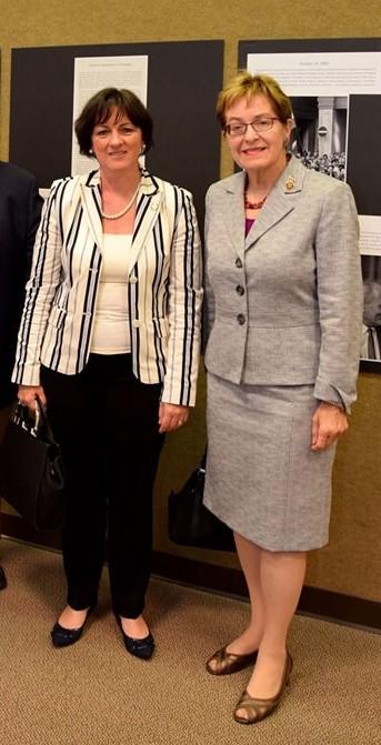 Demokrata képviselő Marcy Kaptur (jobboldalon) és Szemerkényi Réka washingtoni nagykövet