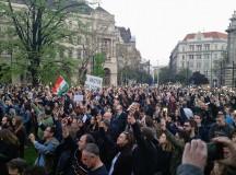 Szabad ország, szabad CEU, szabad gondolat! Tüntetés: 2017. április 9., Budapest, Ybl Miklós tér. (Készítette: Garai-Édler Eszter)