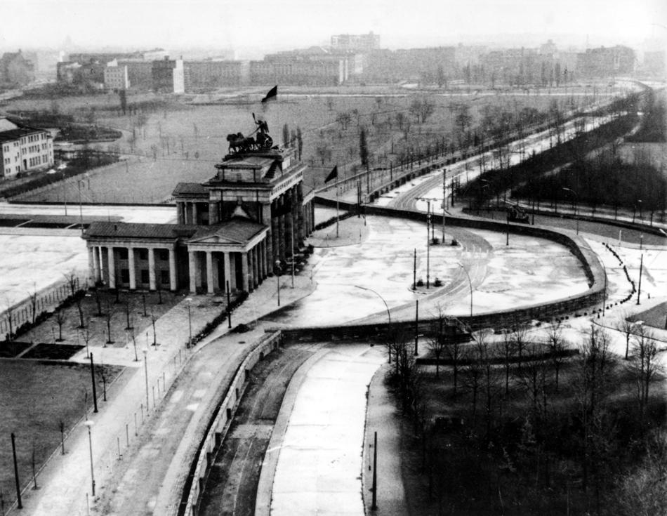 Éppen harminc évvel ezelőtt bontották le a Berlini Falat. Úgy tűnik, a németek tudták, mit kell kezdeni magukkal az egyesítés után...